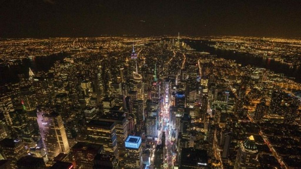 New York state to dim lights to save migrating birds - BBC News
