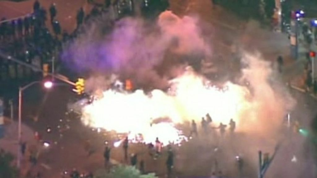 Gas canisters fired by police to enforce Baltimore curfew - BBC News