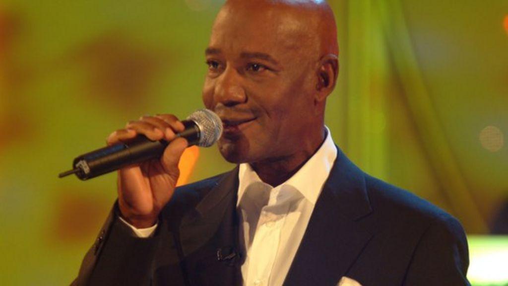 Errol Brown, Hot Chocolate singer, dies aged 71 - BBC News