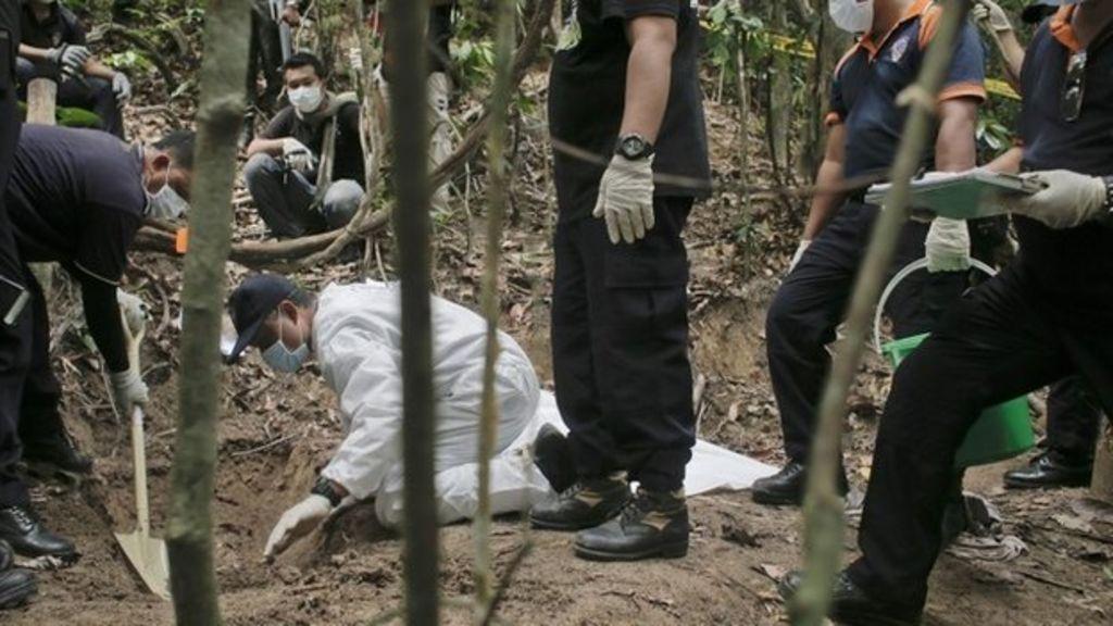 Asia migrant crisis: Malaysia exhumes mass graves - BBC News