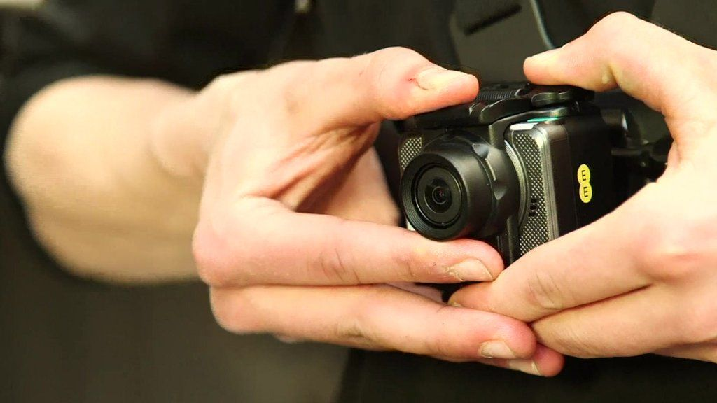EE's GoPro rival streams live over 4G - BBC News
