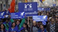 """People march under the slogan """"Stop excuses. Let's take in more migrants now"""" in Barcelona (18 February 2017)"""