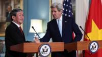 Họp báo giữa ông Đinh Thế Huynh với ông John Kerry