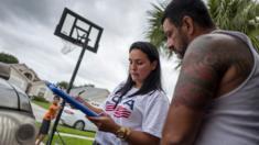 Mulher vota em bairro de Porto Rico