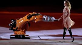 Amy Purdy performing with KUKA robot