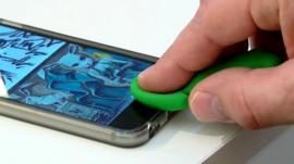 Fake finger fools phone sensor
