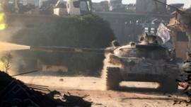 Rebel tank opens fire in Aleppo's Ramouseh district on 2 August 2016