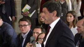 Jon Sopel asks question at press conference