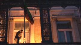 Protester removes flag from Libyan embassy in London