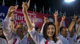 Yingluck Shinawatra and Pheu Thai party members