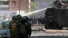 Water canon used on protesters in Chile
