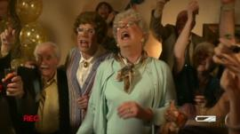 The Proclaimers dressed as women in their music video