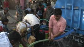 Chaotic Delhi water delivery