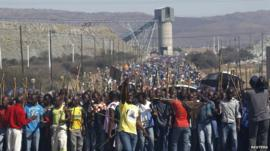 Mine workers march at Marikana mine