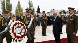 Secretary General of the Palestinian Presidency Tayeb Abdel Rahim places a wreath of flowers at the tomb of Yasser Arafat