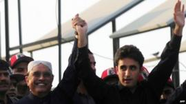 Bilawal Bhutto-Zardari (R) with his father, President Asif Ali Zardari, waving to supporters (27 Dec 2012)