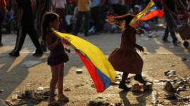 Children with Venezuelan flags