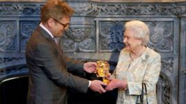 Queen receives Bafta