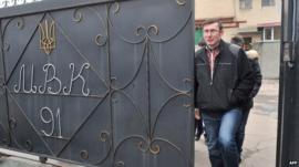 Yuri Lutsenko leaves prison
