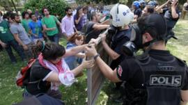 Protesters at Gezi Park in Istanbul confronting police