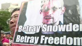 Pro-Snowden supporter