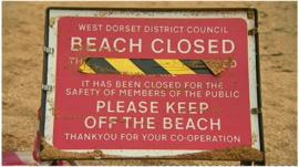 A beach closed sign