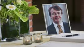 Book of condolence and photo of Prince Friso