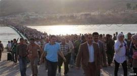 Refugees cross Tigris into Iraqi Kurdistan, 15 August