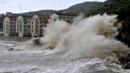 Huge waves hit the dike as Typhoon Fitow as it made landfall in Wenling