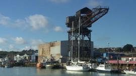 Hammerhead Crane on River Medina