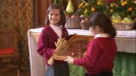 Garsington CE Primary School pupils with the bread