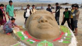 Indian fans make sand sculpture of cricket legend Sachin Tendulkar