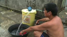 Man in Tacloban using neighbours water supply