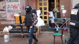 Protesters leaving city hall, Kiev