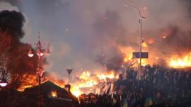 Protesters and fires in Independence Square, Kiev