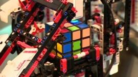 Lego computer solving a Rubik's cube