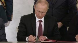 President Vladimir Putin signs agreement