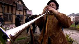 Bugler in front of William Shakespeare's birthplace
