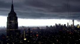 Threatening clouds roll in