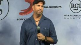 Garth Brooks offered to meet the Irish Prime Minister Enda Kenny to resolve the issue over licensing