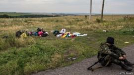 Separatist fighter at scene of MH17 crash