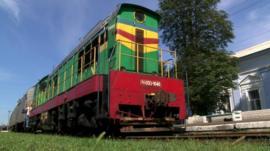 Train in Torez railway station