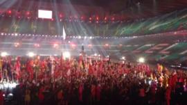 Glasgow 2014 opening ceremony volunteer cast continue to party