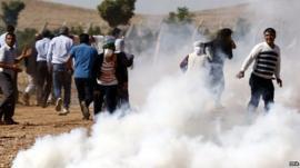 Turkish Gendarmerie use tear gas to disperse Kurdish protestors