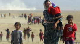 Displaced people from the Yazidi religious minority walk from Mount Sinjar towards the Syrian border (11 August 2014)