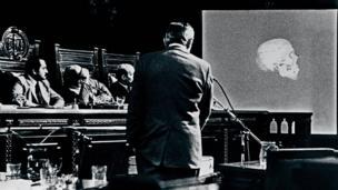 Clyde Snow participa de julgamento em 1985