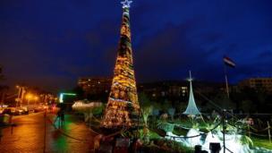 Şam'ın Emevi Meydanı'na Noel ağacı dikildi