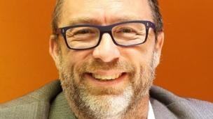 'Jimmy Wales' from the web at 'http://ichef-1.bbci.co.uk/news/304/cpsprodpb/A902/production/_86666234_ceo_jimmy.jpg'