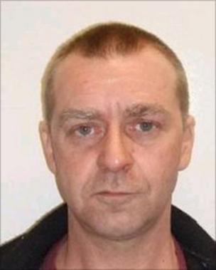 Image caption Lloyd Alan Patrick Kennedy is wanted for prison recall - _48117617_48117616
