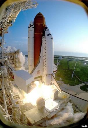 Space Shuttle Discovery lifts off from Kennedy Space Center, 1993
